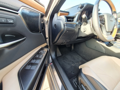Lexus ES 300h Prestiege Top Tesztautó